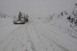Kapanan köy yolları açıldı