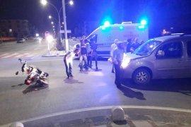 Hafif ticari araçla elektrikli bisiklet çarpıştı: 2 yaralı