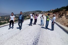 Karaman'da köy yollarında asfaltlama çalışmaları sürüyor