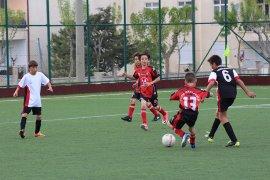Okullar Arası Küçükler Futbol Grup Müsabakaları Karaman'da Başladı