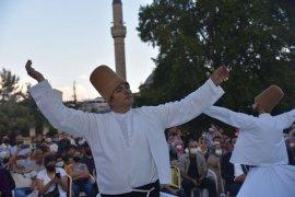 Postnişin M. Fatih Çıtlak Ve Orkestrası İzleyenleri Büyüledi