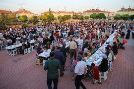 İftar Sofrası Beyazkent Mahallesi'ne Kuruldu