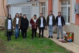 KMÜ'lü öğrencilerden sokak hayvanlarına ev