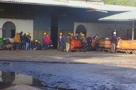 Kömür Ocağında Çalışan İşçiler Maaşlarını Zamanında Alamadıkları İçin İş Bıraktı