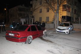Otomobil, Polis Aracına Çarptı: 3'ü Polis 4 Yaralı
