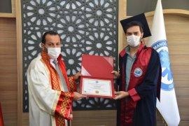 Rektör Akgül, Dereceye Giren Öğrencilere Belgelerini Verdi