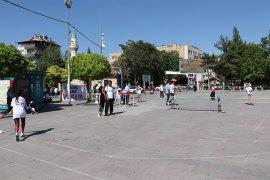 Meydanlarda Spor Yaparak 'Uyuşturucuya Hayır' Dediler