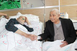Asker arkadaşları 72 yıl sonra hastanede karşılaştı