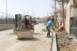 Larende Mahallesi'nde Kaldırım Çalışmaları Sürüyor