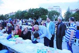 İftar Sofrası Hamidiye Mahallesi'ne Kuruldu