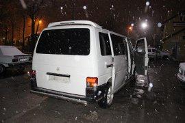 Hırsızlar minibüslerini olay yerinde bırakıp kaçtı