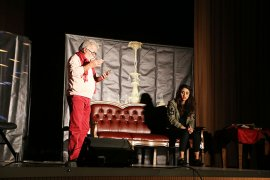 Pembe Aslında Siyahtır Tiyatro Oyunu Sahneledi