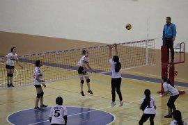 Okullar Arası Voleybol Grup Müsabakaları Karaman'da Başladı