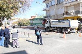 Çöp evin temizlenmesi için cadde trafiğe kapatıldı