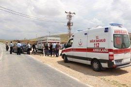 Karaman'da kamyonetler çarpıştı: 3 yaralı