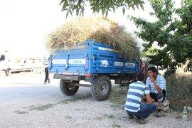 Traktörden düşen anne ve iki çocuğunun üzerinden teker geçti