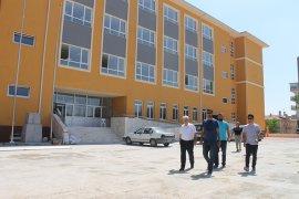 Kuntoğlu, Yapımı Devam Eden Okullarda İncelemelerde Bulundu