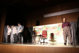 Hikaye-İ Kaymakam Tiyatro Oyunu Beğeniyle İzlendi