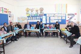 Ziraat Odası Ve Süt Birliği, Öğrencilere Elma Ve Süt Dağıttı