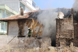 Ev yangınında Anne ve 4 çocuk kurtarıldı