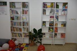 Bayır Ortaokuluna Kızılay'dan Kütüphane