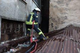 Karaman'da iki apartman arasında çıkan yangın büyümeden söndürüldü