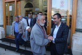 Karaman Belediye Başkanı Savaş Kalaycı, Aktekke Camisi'nde sabah namazı sonrası vatandaşlarla buluştu.
