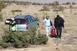 Bebeklerini hastaneye götüren ailenin içindeki otomobil şarampole indi: 3 yaralı