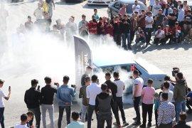 Modifiye tutkunları 'Barış Pınarı Harekatı'na destek için teker yaktı