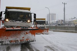 Karaman Belediyesi Kar Temizleme Çalışmalarını Sürdürüyor
