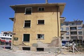 Yııllardır Atıl Durumda Bulunan Bina Yıkılıyor