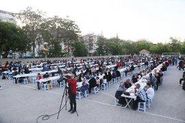 İftar Sofrası Kırmahalle'de Kuruldu