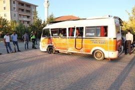 Karaman'da iki minibüs çarpıştı: 15 yaralı