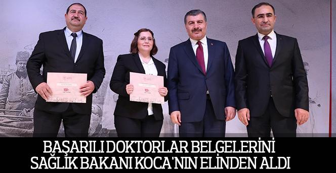 Başarılı Doktorlar Belgelerini Sağlık Bakanı Koca'nın Elinden Aldı