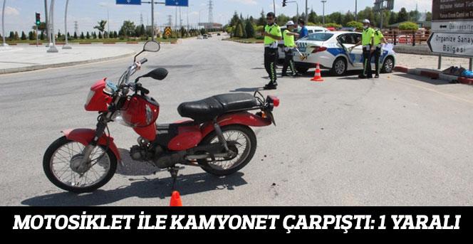 Motosiklet İle Kamyonet Çarpıştı 1 Yaralı