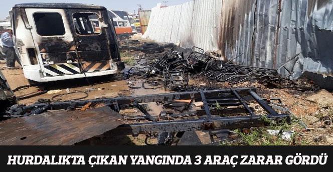 Hurdalıkta Çıkan Yangında 3 Araç Zarar Gördü