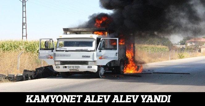 Kamyonet seyir halindeyken alev alev yandı