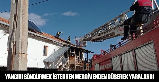 Yangını söndürmek isterken merdivenden düşerek yaralandı