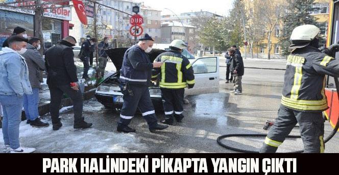 Park halindeki pikapta yangın çıktı