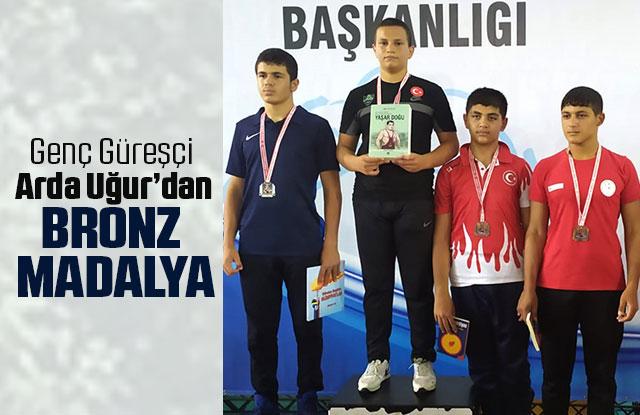 Genç Güreşçi Arda Uğur'dan Bronz Madalya