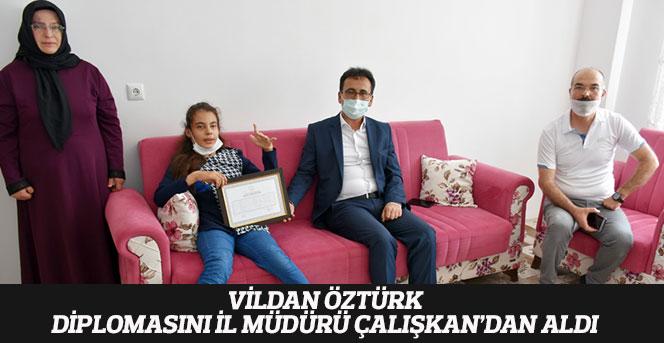 Vildan Öztürk, Diplomasını İl Müdürü Çalışkan'dan Aldı